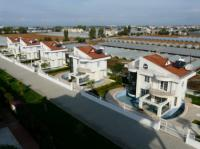 org_holiday_apartment_complex_holiday_village_homes_220432